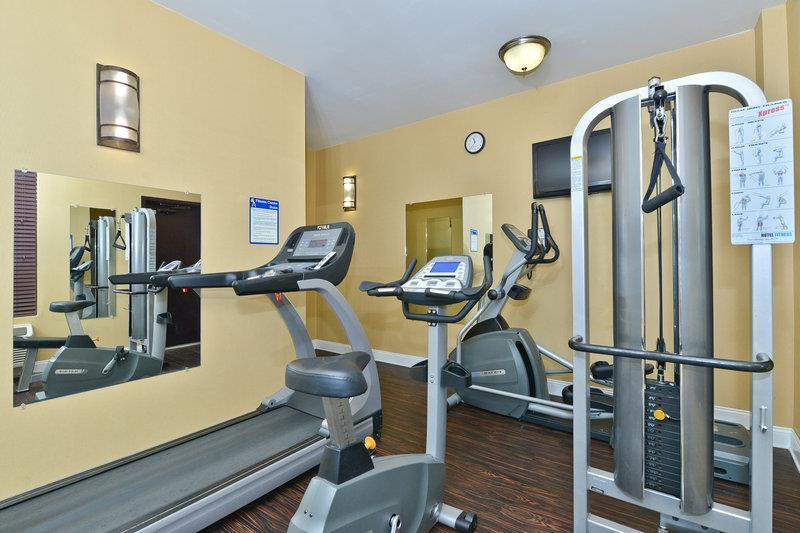 https://www.hotelsbyday.com/_data/default-hotel_image/0/1127/31049-006-healthclub.jpg