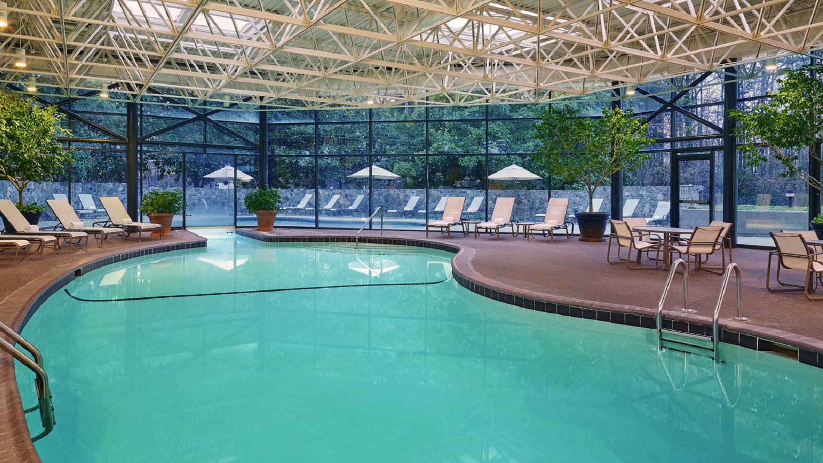 https://www.hotelsbyday.com/_data/default-hotel_image/0/1156/the-westin-atlanta-airport-interior-pool.jpg