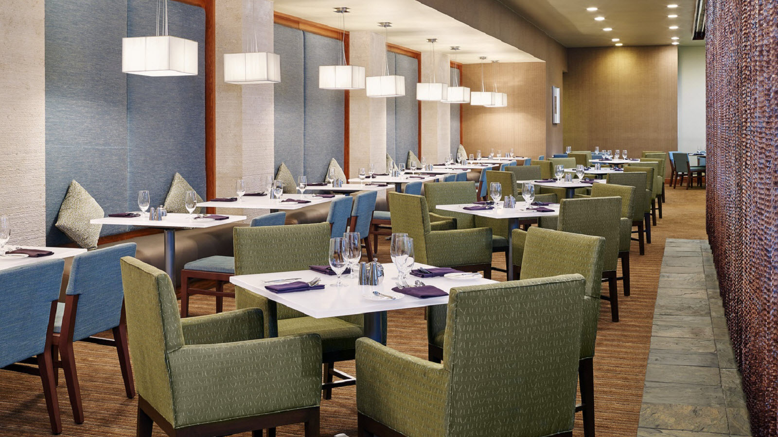 https://www.hotelsbyday.com/_data/default-hotel_image/0/1161/the-westin-atlanta-airport-cecilias-southern-table.jpg