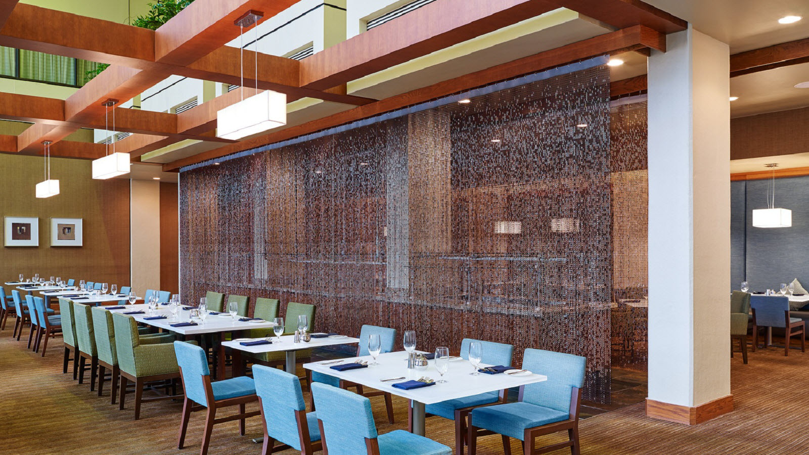 https://www.hotelsbyday.com/_data/default-hotel_image/0/1162/the-westin-atlanta-airport-cecilias-southern-table-restaurant.jpg