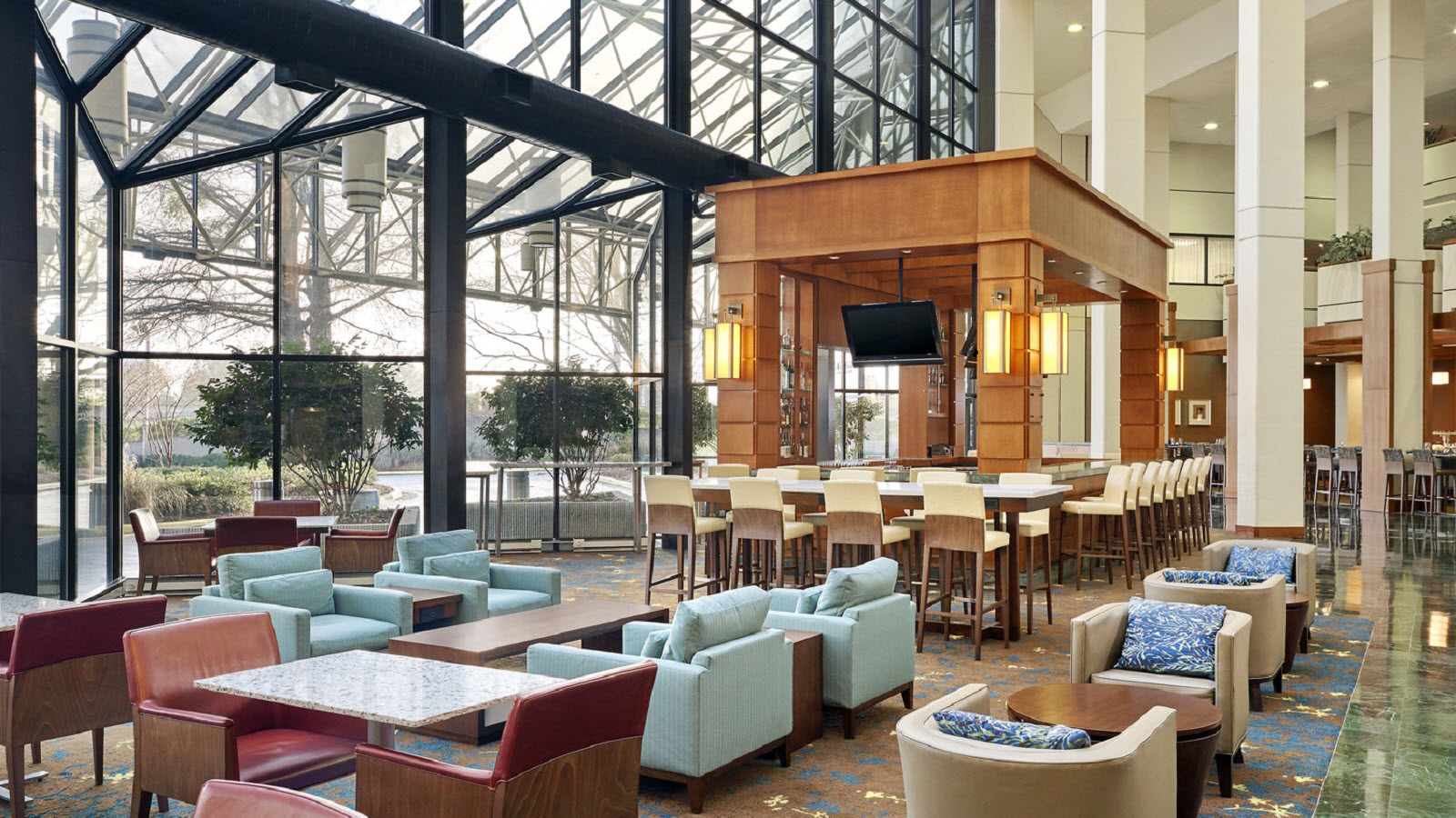 https://www.hotelsbyday.com/_data/default-hotel_image/0/1163/the-westin-atlanta-airport-lobby-martinis-lounge.jpg