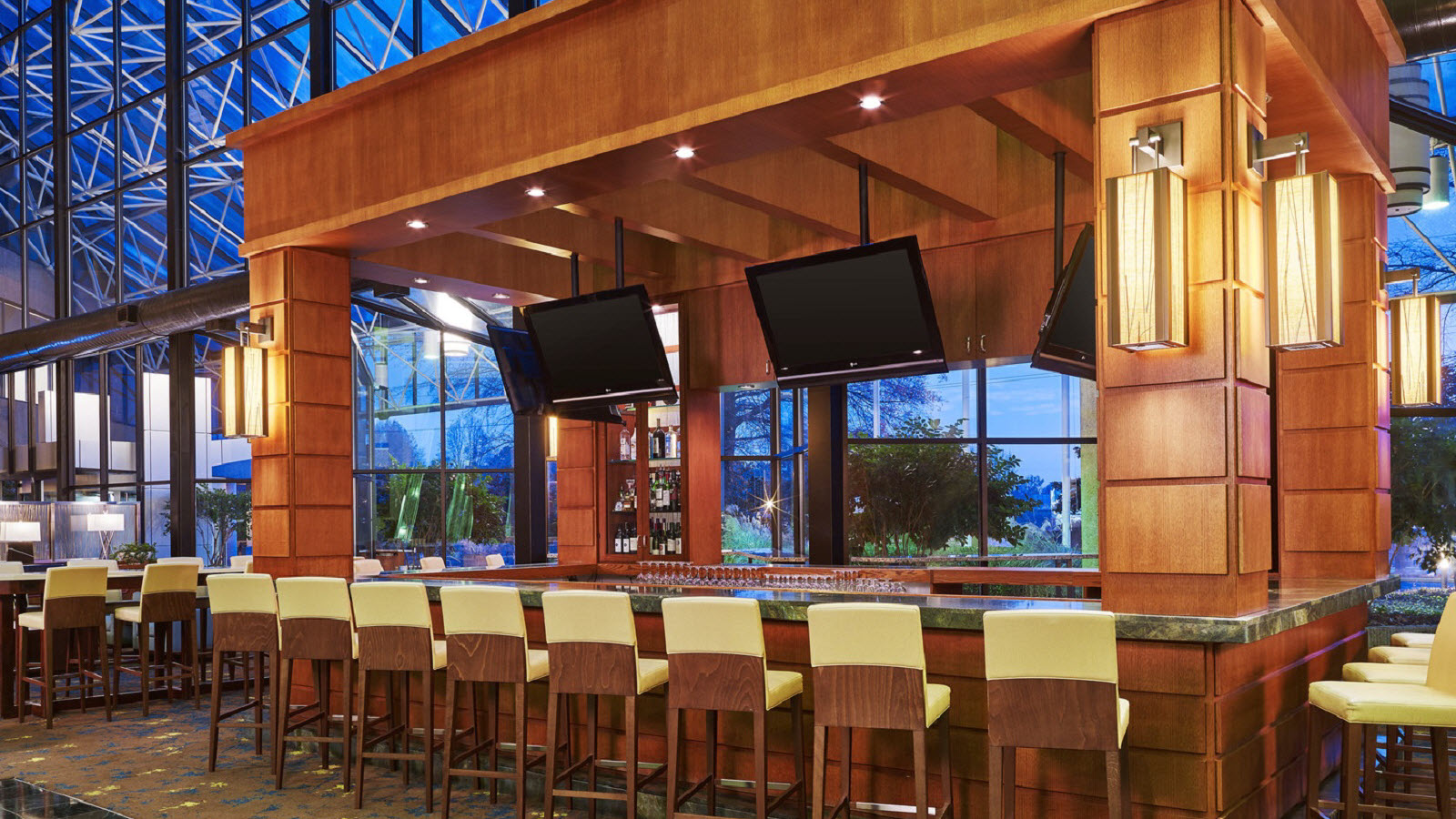 https://www.hotelsbyday.com/_data/default-hotel_image/0/1164/the-westin-atlanta-airport-martinis-lounge.jpg