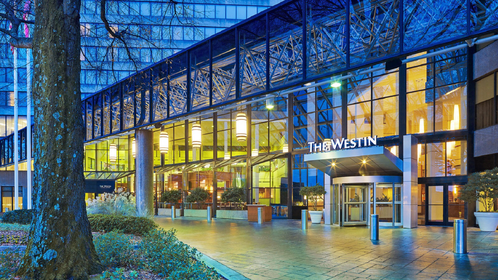 https://www.hotelsbyday.com/_data/default-hotel_image/0/1166/the-westin-atlanta-airport-exterior-entrance.jpg