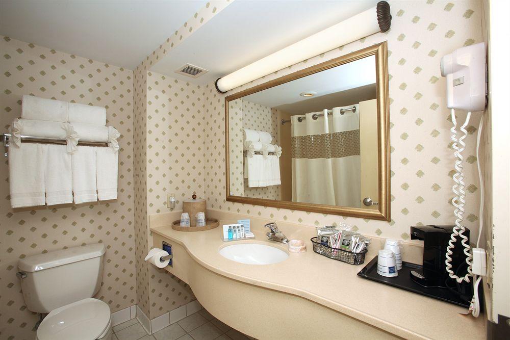 https://www.hotelsbyday.com/_data/default-hotel_image/0/1423/798778-18-z.jpg