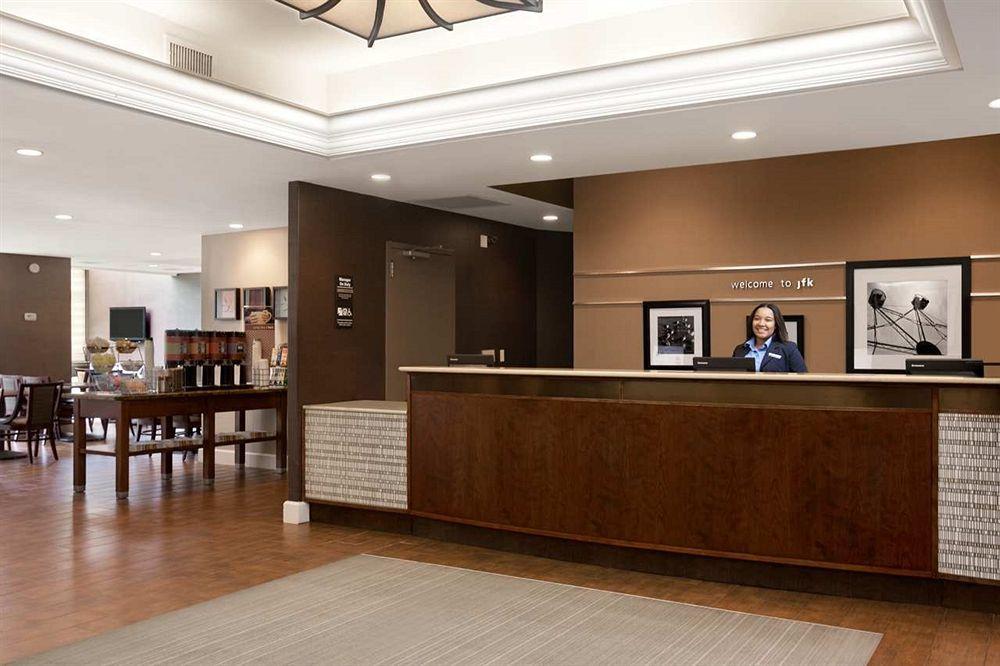 https://www.hotelsbyday.com/_data/default-hotel_image/0/1425/798778-43-z.jpg