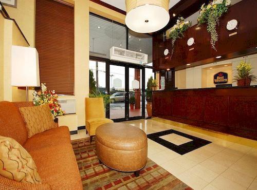 https://www.hotelsbyday.com/_data/default-hotel_image/0/1486/910807-86-y.jpg