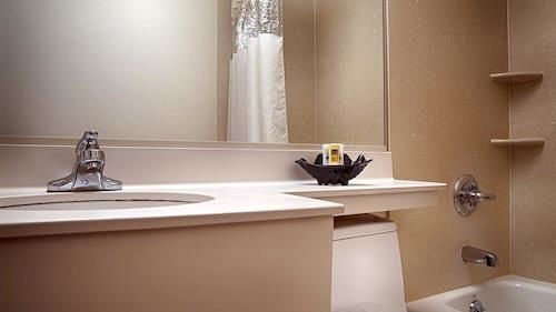 https://www.hotelsbyday.com/_data/default-hotel_image/0/1491/910807-93-y.jpg