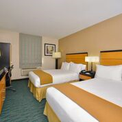 https://www.hotelsbyday.com/_data/default-hotel_image/0/1996/jfk-exp-bed-2.png