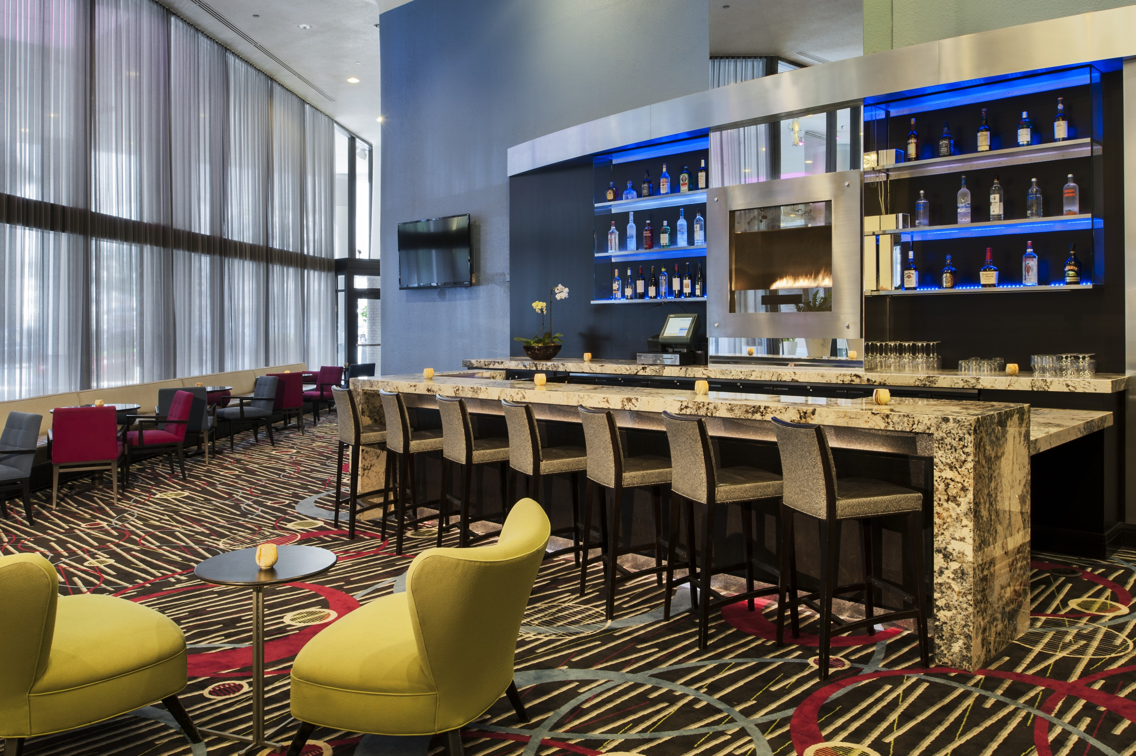 Doubletree by hilton mag mile chicago book day rooms for Luxury hotels in chicago magnificent mile