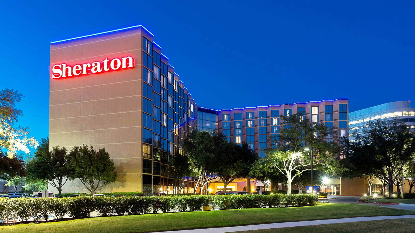 https://www.hotelsbyday.com/_data/default-hotel_image/0/2644/sheraton-houston-brookhollow-exterior-at-dusk.jpg