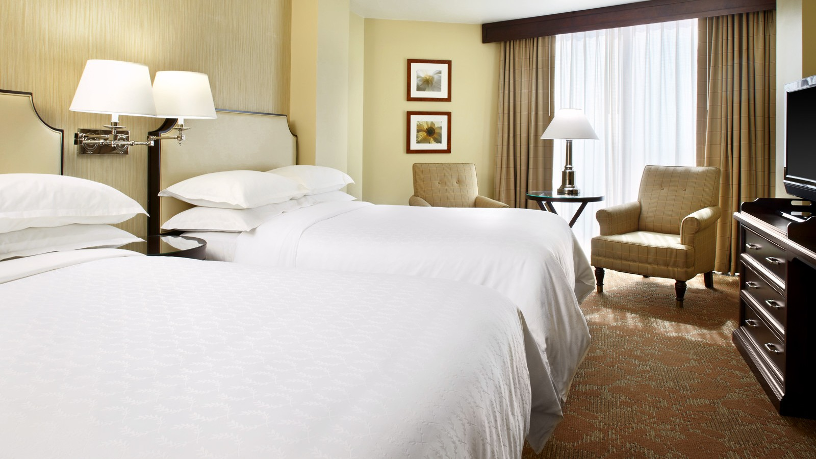 https://www.hotelsbyday.com/_data/default-hotel_image/0/2650/sheratonhoustonbrookhollowhotelguestroomwithdoublebeds.jpg