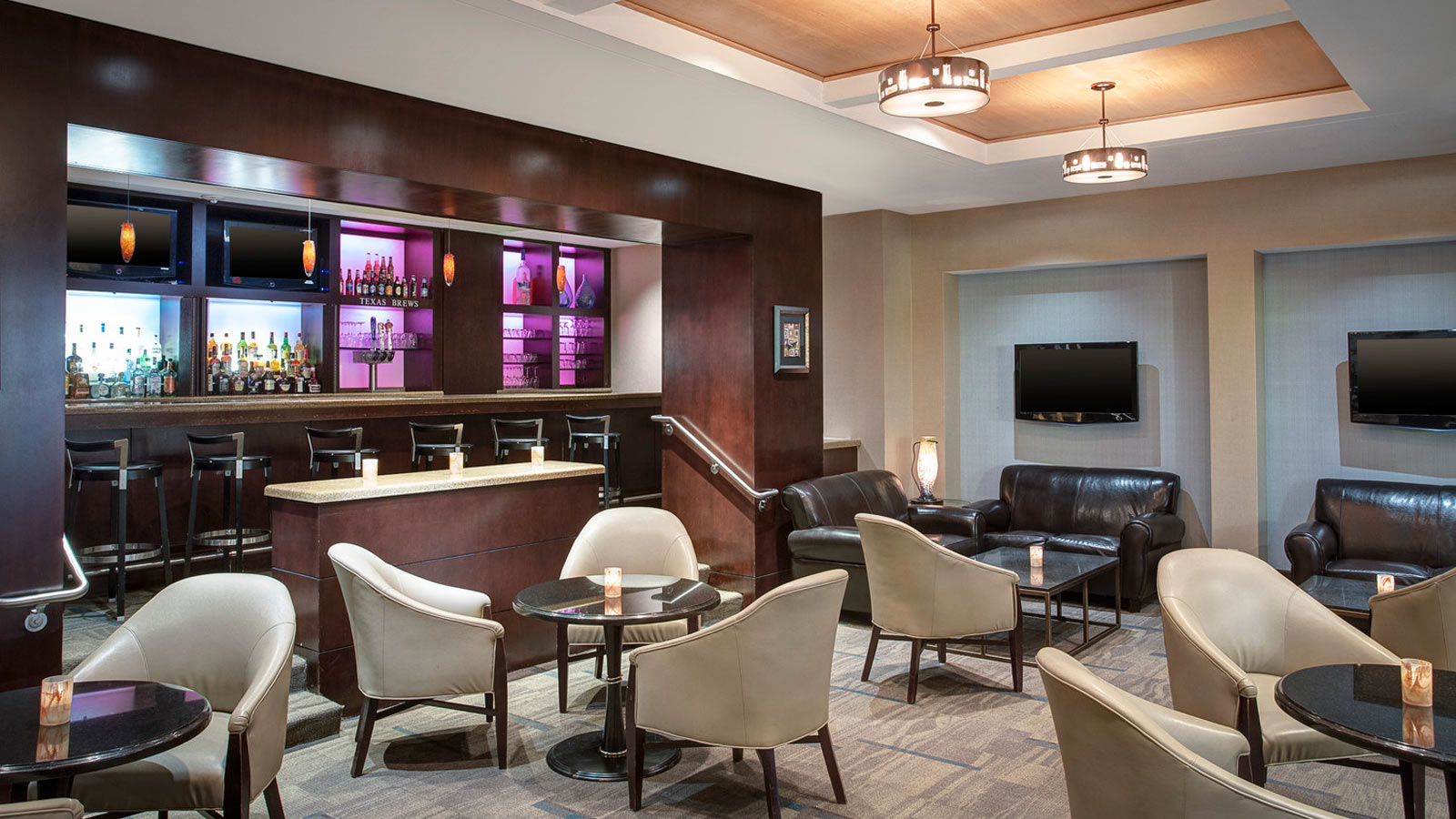 https://www.hotelsbyday.com/_data/default-hotel_image/0/2660/sheraton-houston-brookhollow-tuxedos-lounge.jpg