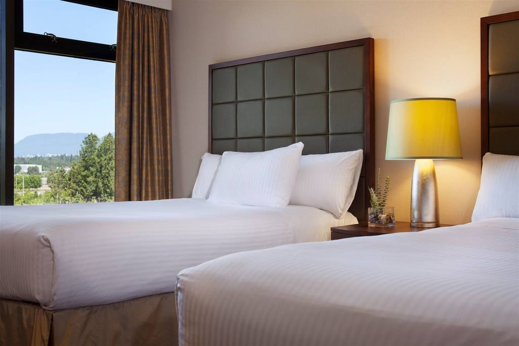 https://www.hotelsbyday.com/_data/default-hotel_image/0/2662/616doubledeluxe-jpg-1024x0.jpg