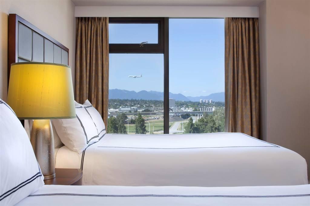 https://www.hotelsbyday.com/_data/default-hotel_image/0/2667/919doubleclub-jpg-1024x0.jpg