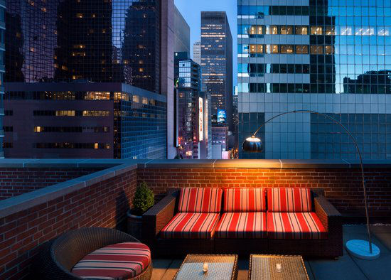 https://www.hotelsbyday.com/_data/default-hotel_image/0/2954/gallery-tryp-by-wyndham-new-york-times-square-tryp-ny-times-square-balcony.jpg