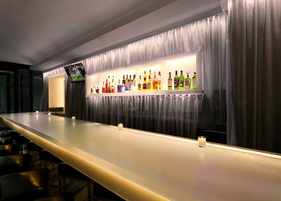 https://www.hotelsbyday.com/_data/default-hotel_image/0/2958/gallery-tryp-new-york-times-square-restaurants-tryp-ny-times-square-lobby-bar.jpg