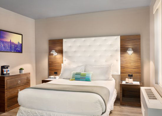 https://www.hotelsbyday.com/_data/default-hotel_image/0/2962/gallery-tryp-new-york-times-square-rooms-tryp-ny-times-square-1queen.jpg
