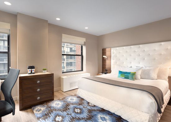 https://www.hotelsbyday.com/_data/default-hotel_image/0/2963/gallery-tryp-new-york-times-square-rooms-tryp-ny-times-square-1king.jpg