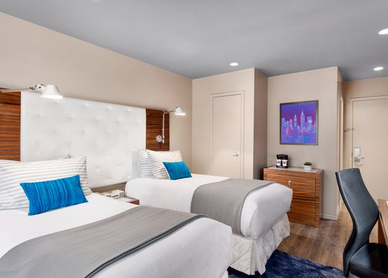 https://www.hotelsbyday.com/_data/default-hotel_image/0/2975/gallery-tryp-new-york-times-square-rooms-tryp-ny-ts-twotwin2.jpg