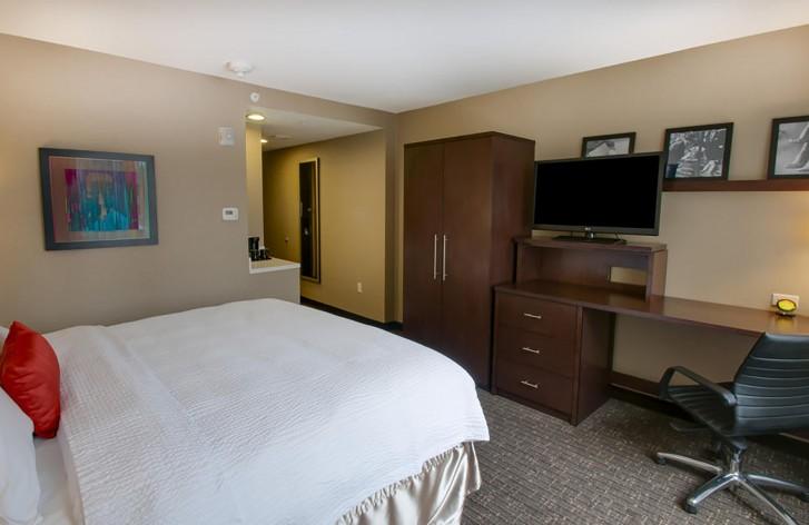 https://www.hotelsbyday.com/_data/default-hotel_image/0/2998/0d8290a120b906a3949f53600affbaf8.jpg