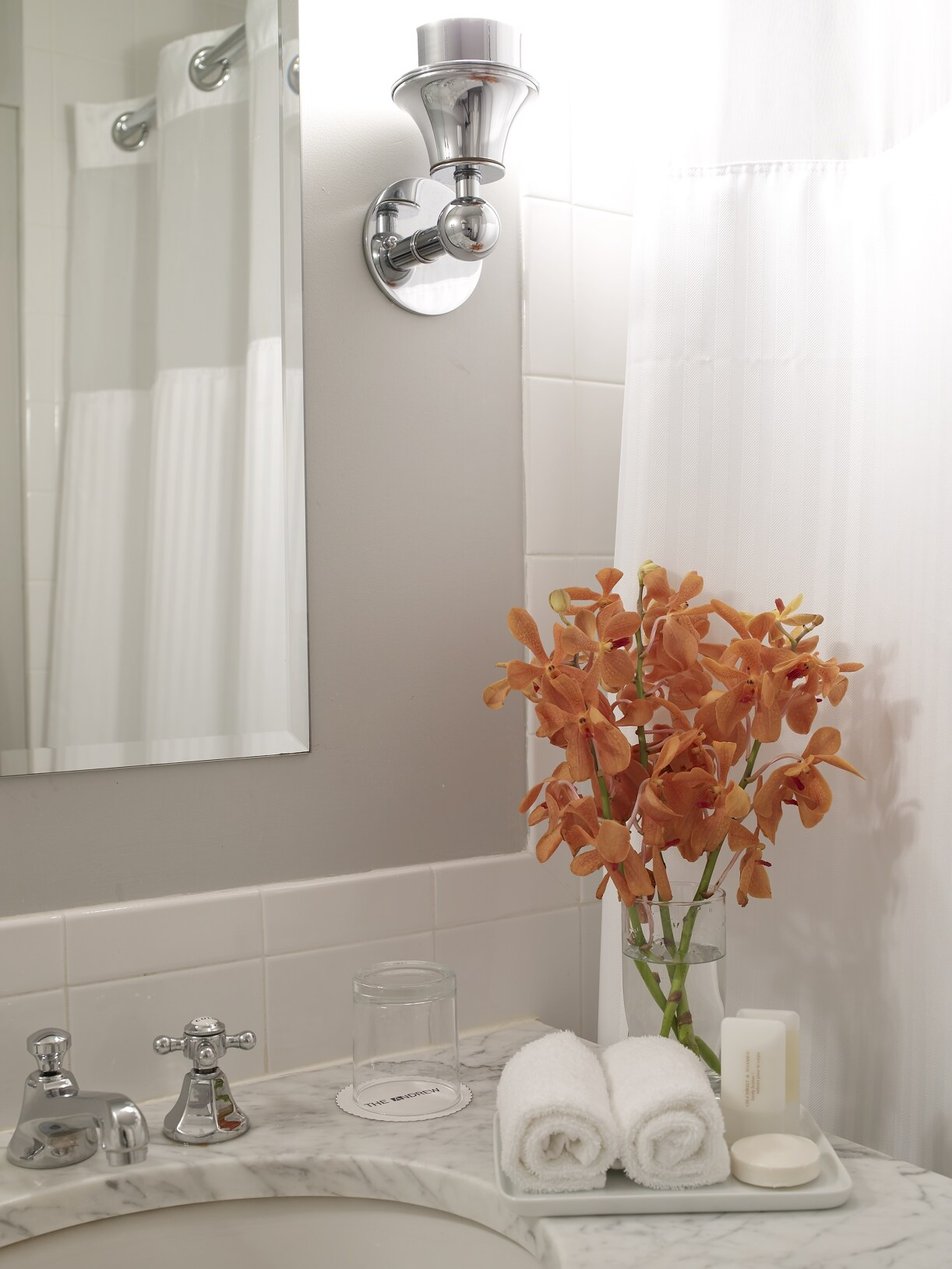 https://www.hotelsbyday.com/_data/default-hotel_image/0/3002/andrews-bathroom-010.jpg
