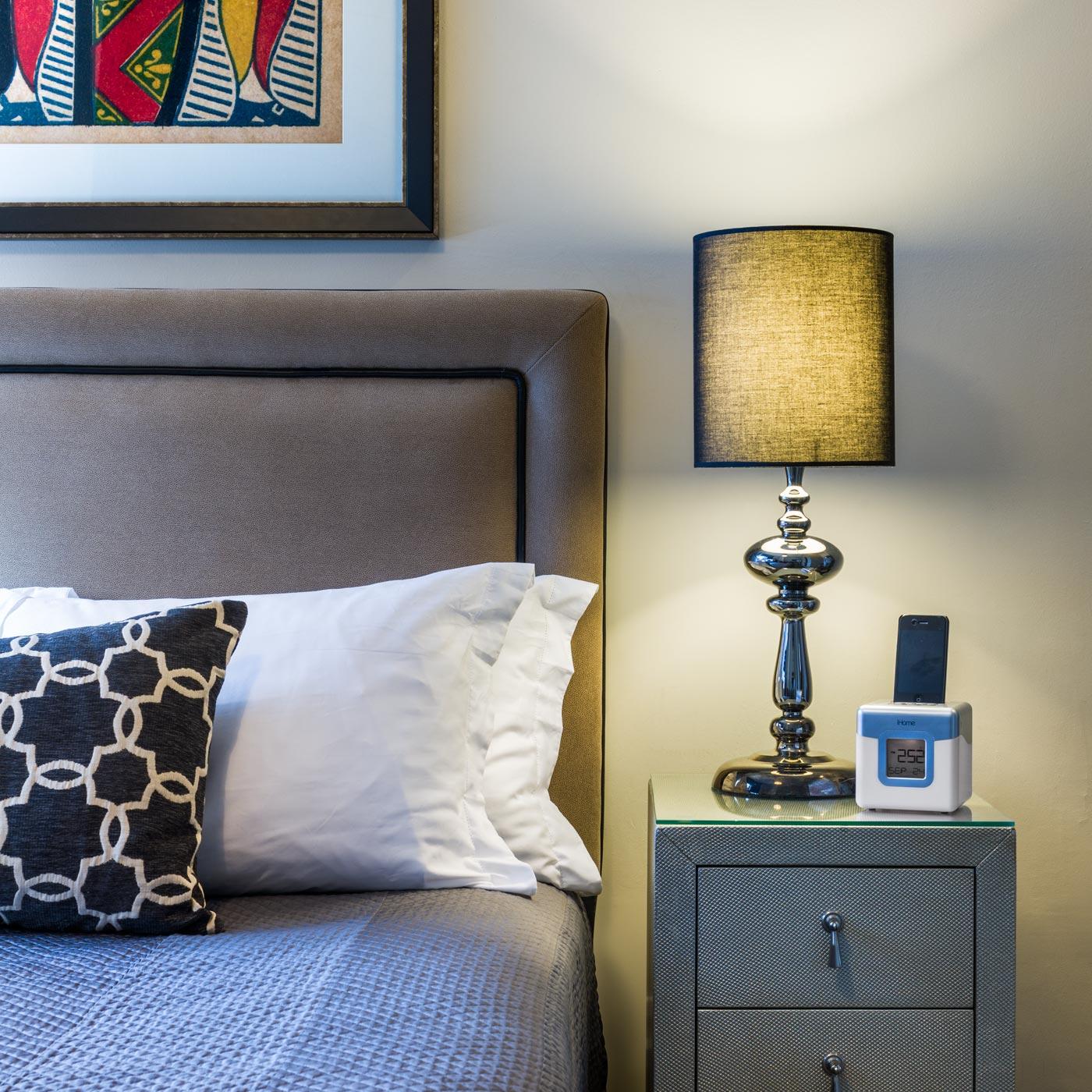 https://www.hotelsbyday.com/_data/default-hotel_image/0/311/seton-hotel-guestroom-detail.jpg