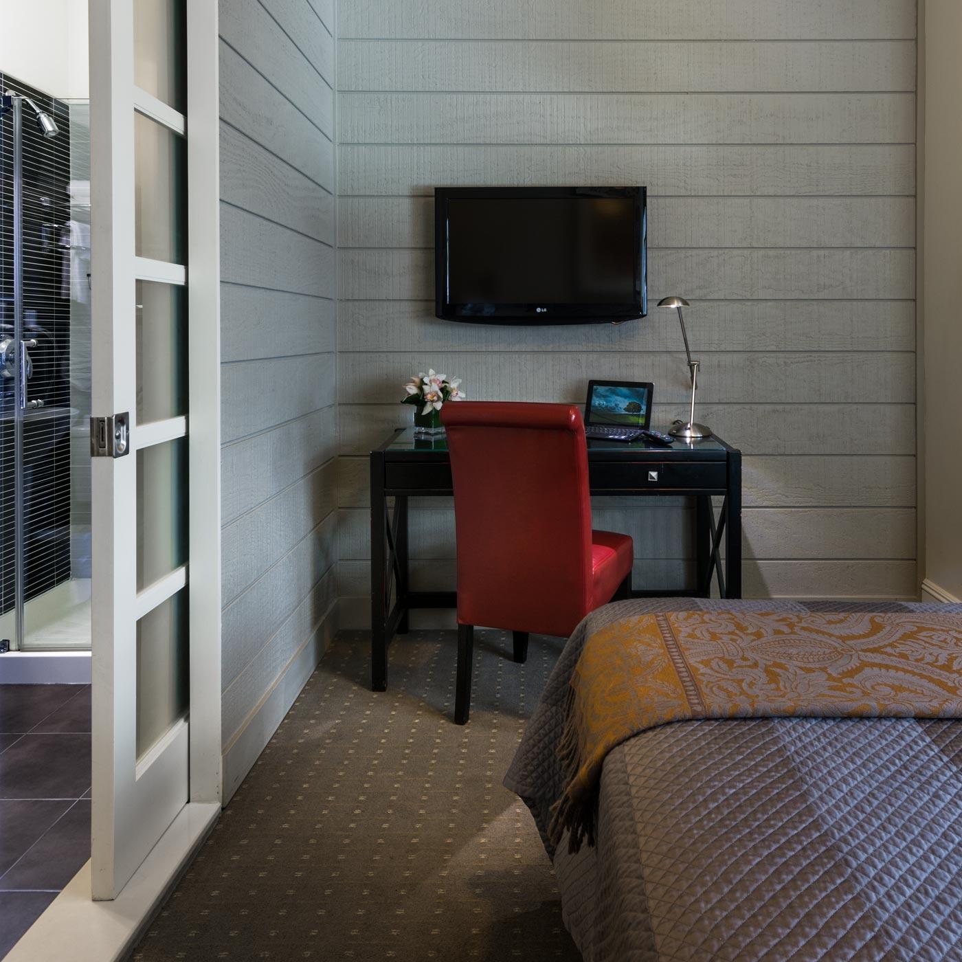 https://www.hotelsbyday.com/_data/default-hotel_image/0/316/seton-hotel-suite-1.jpg