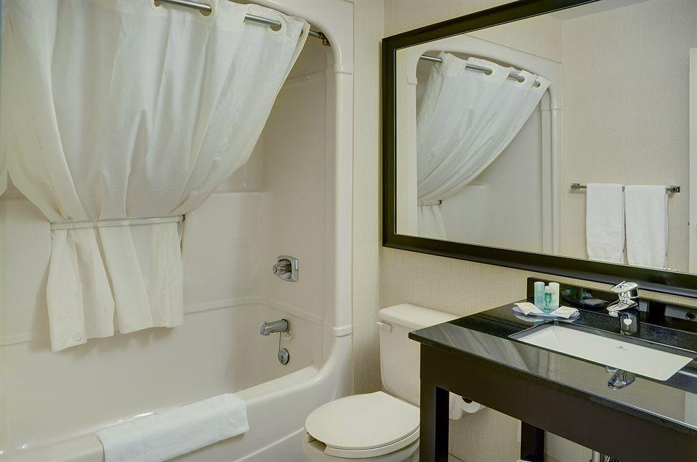 https://www.hotelsbyday.com/_data/default-hotel_image/0/3646/10010-91-z.jpg