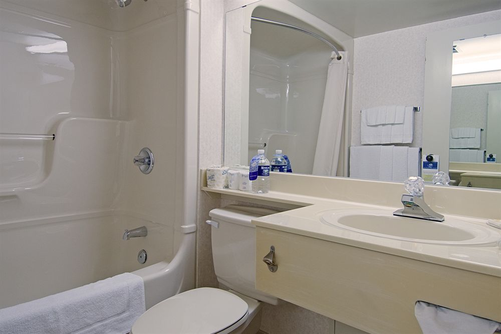 https://www.hotelsbyday.com/_data/default-hotel_image/0/3834/13838-131-z.jpg