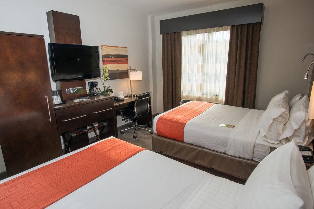 https://www.hotelsbyday.com/_data/default-hotel_image/0/3892/5148566-155-z.jpg
