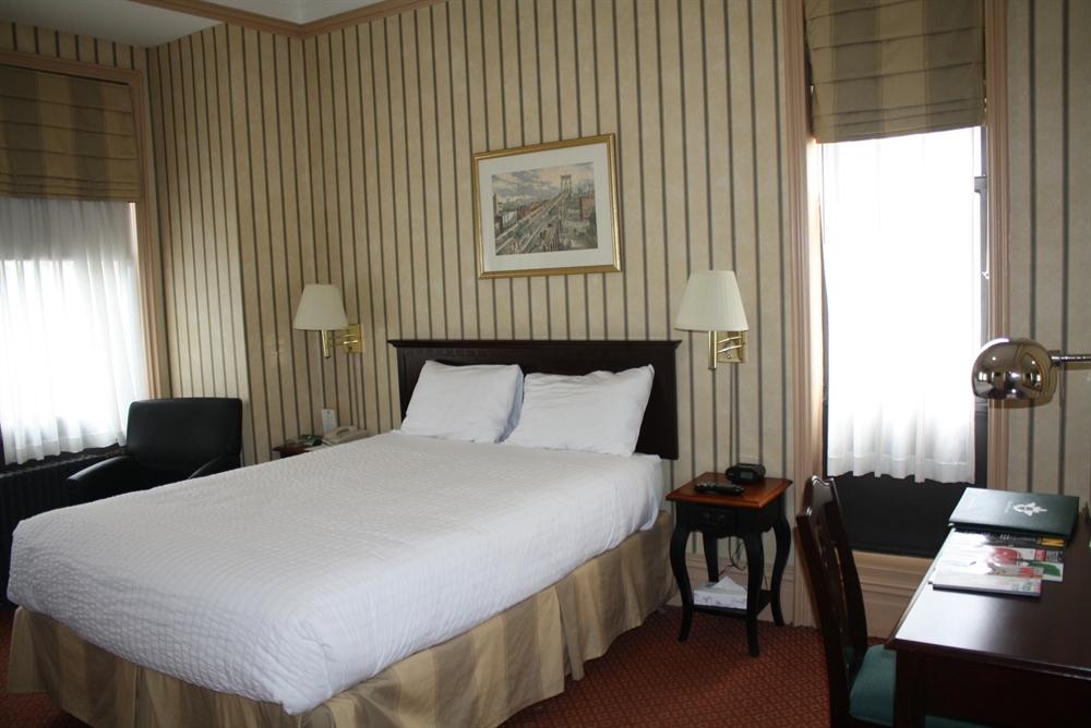 https://www.hotelsbyday.com/_data/default-hotel_image/0/3910/queen-25.jpg