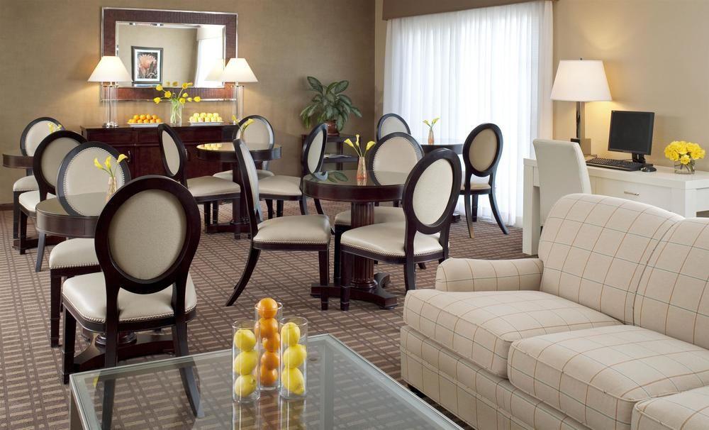 https://www.hotelsbyday.com/_data/default-hotel_image/0/4264/8710-98-z.jpg