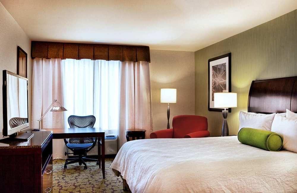 https://www.hotelsbyday.com/_data/default-hotel_image/0/4318/687748-103-z.jpg