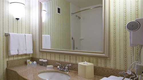https://www.hotelsbyday.com/_data/default-hotel_image/0/4321/687748-57-y.jpg