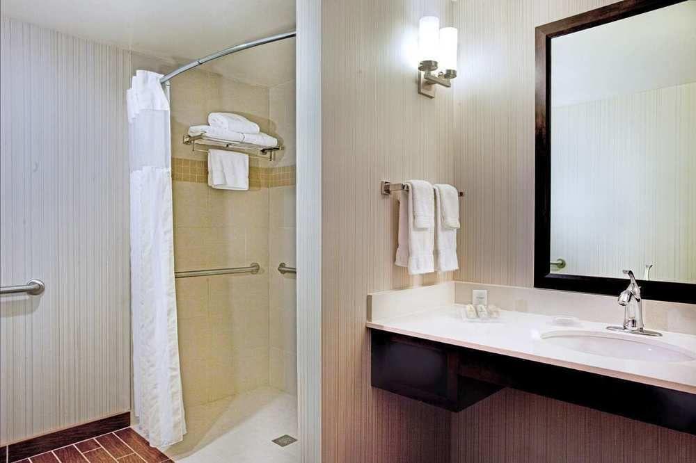 https://www.hotelsbyday.com/_data/default-hotel_image/0/4322/687748-115-z.jpg