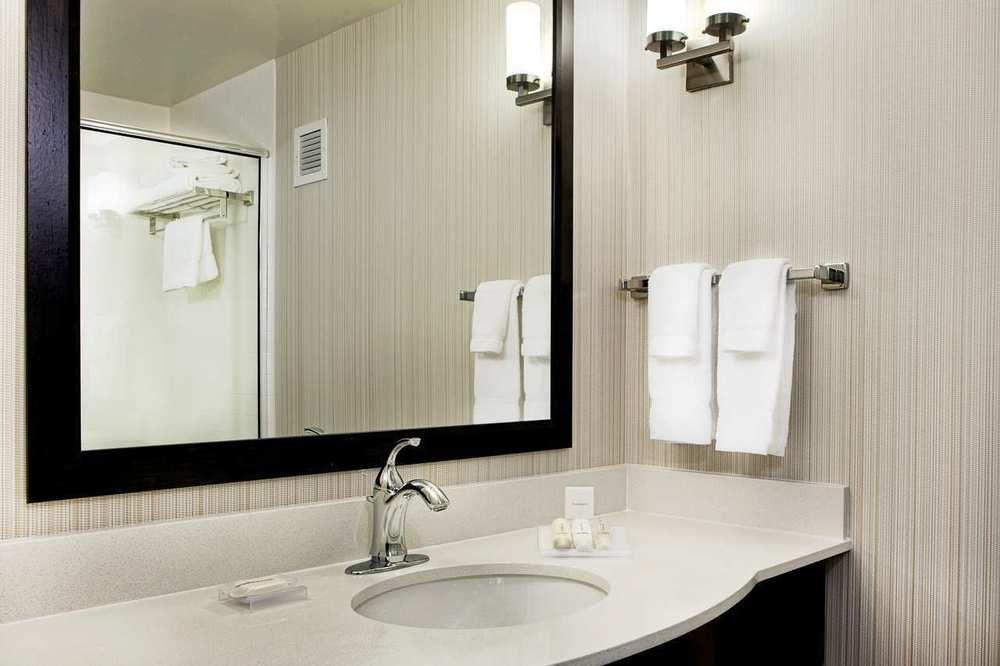 https://www.hotelsbyday.com/_data/default-hotel_image/0/4323/687748-117-z.jpg