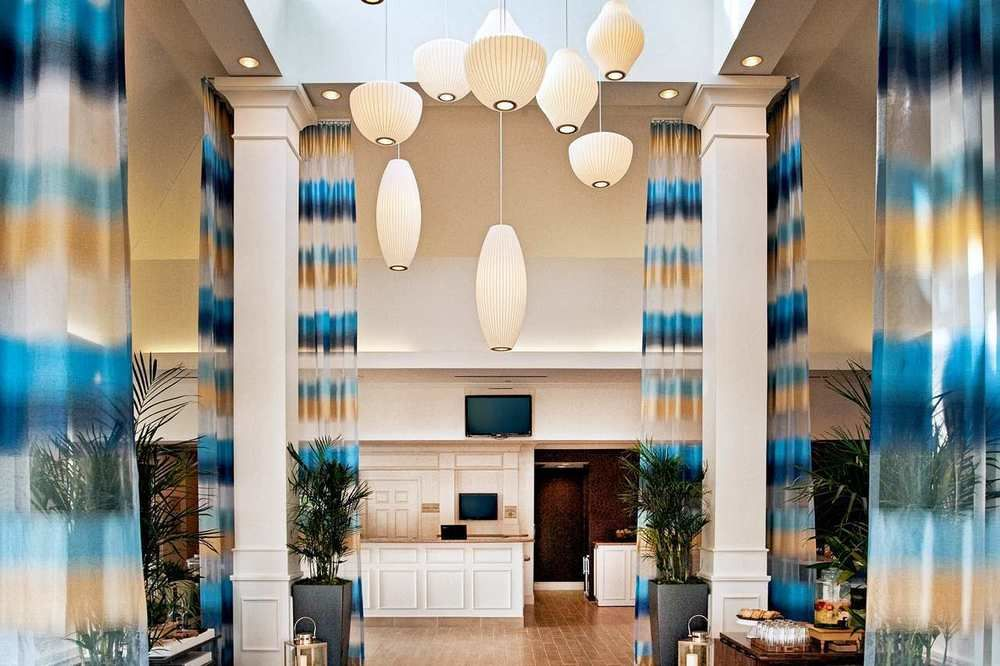 https://www.hotelsbyday.com/_data/default-hotel_image/0/4324/687748-98-z.jpg
