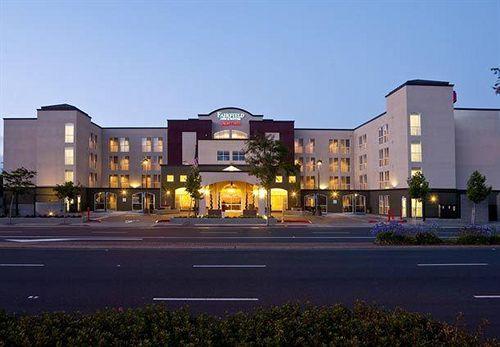 https://www.hotelsbyday.com/_data/default-hotel_image/0/4343/808403-36-y.jpg