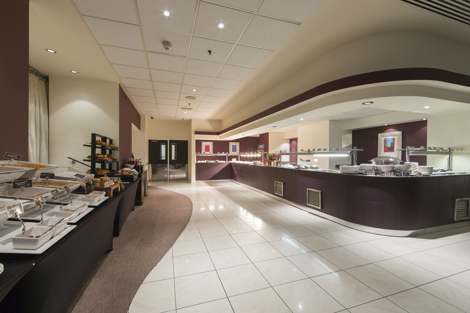 https://www.hotelsbyday.com/_data/default-hotel_image/0/4526/breakfast-buffet.jpg