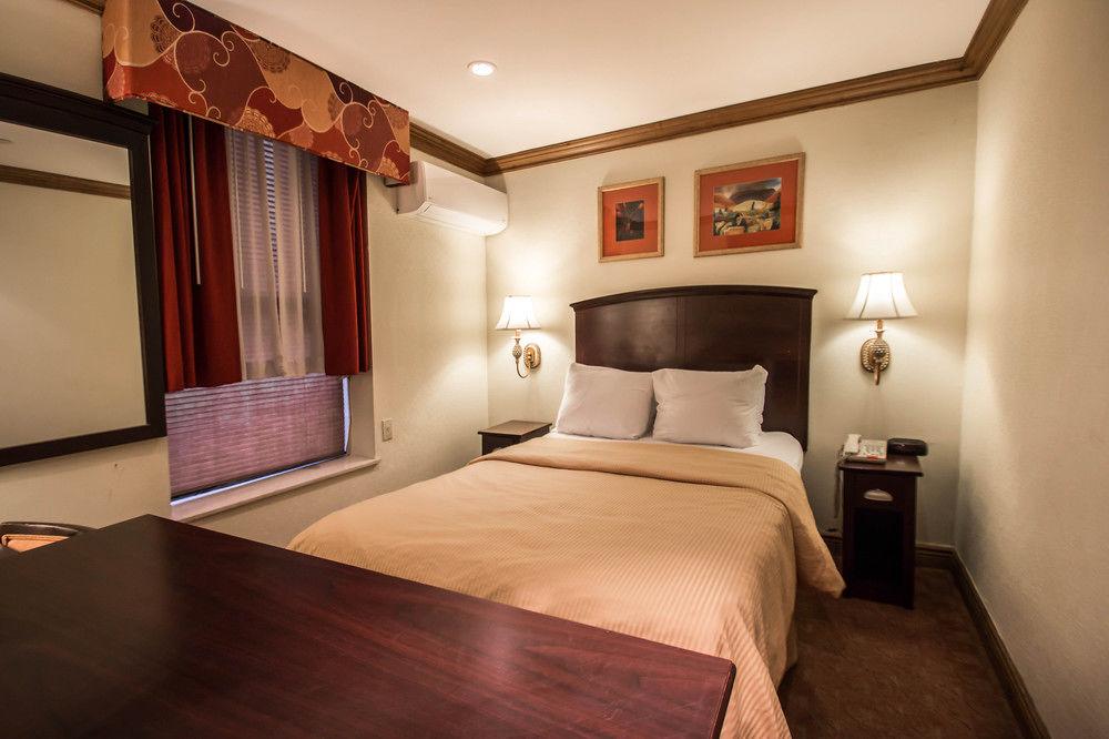 https://www.hotelsbyday.com/_data/default-hotel_image/0/4610/7920-53-z.jpg