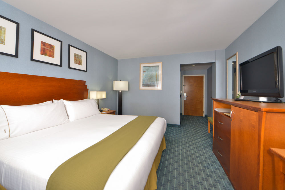 https://www.hotelsbyday.com/_data/default-hotel_image/0/4619/80961-213-z.jpg