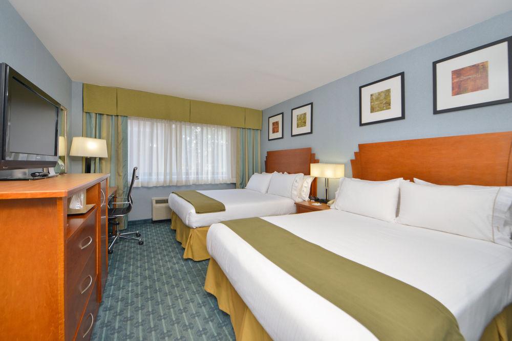 https://www.hotelsbyday.com/_data/default-hotel_image/0/4620/80961-215-z.jpg