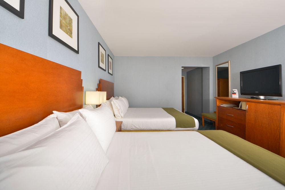 https://www.hotelsbyday.com/_data/default-hotel_image/0/4621/80961-217-z.jpg
