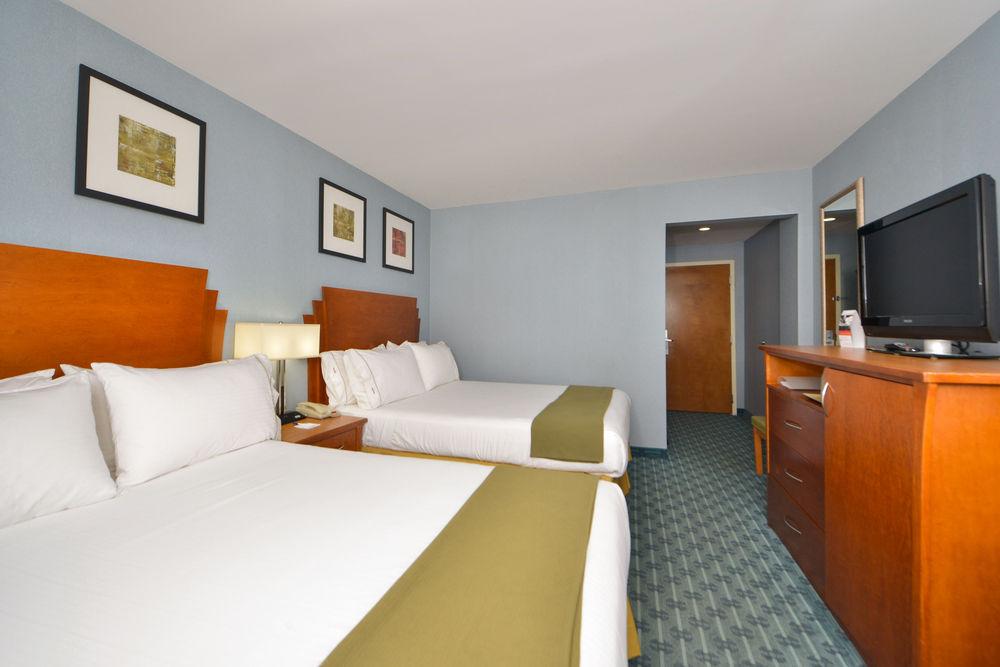 https://www.hotelsbyday.com/_data/default-hotel_image/0/4622/80961-216-z.jpg