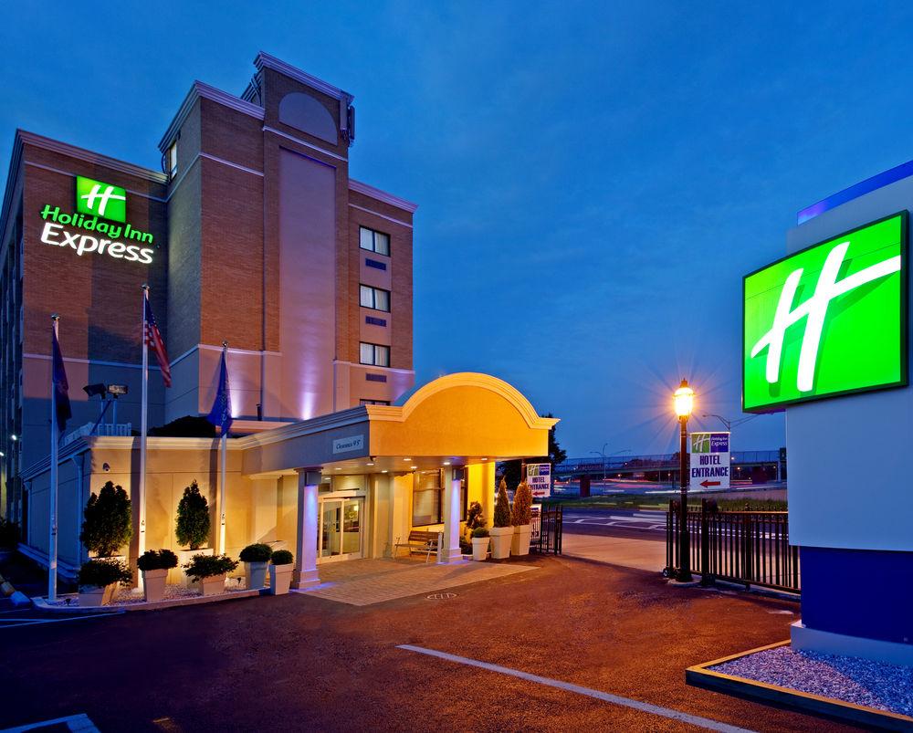 https://www.hotelsbyday.com/_data/default-hotel_image/0/4630/80961-248-z.jpg