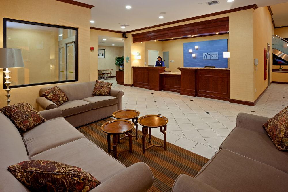https://www.hotelsbyday.com/_data/default-hotel_image/0/4631/80961-256-z.jpg