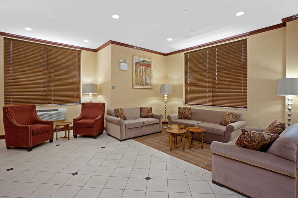 https://www.hotelsbyday.com/_data/default-hotel_image/0/4632/80961-255-z.jpg