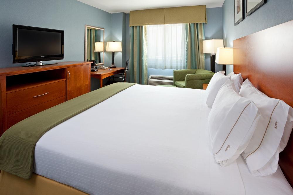 https://www.hotelsbyday.com/_data/default-hotel_image/0/4633/80961-258-z.jpg