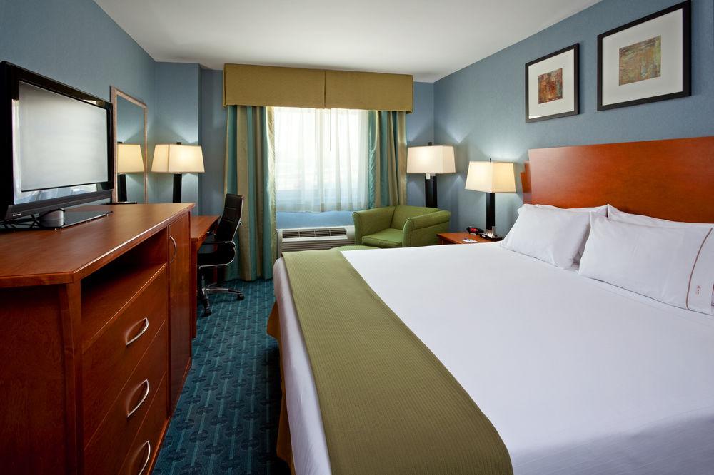 https://www.hotelsbyday.com/_data/default-hotel_image/0/4637/80961-262-z.jpg