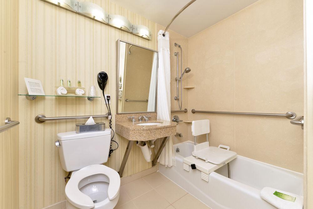 https://www.hotelsbyday.com/_data/default-hotel_image/0/4638/80961-264-z.jpg